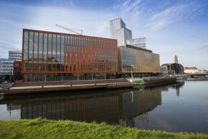 Bredare samhällsansvar och färre stora byggprojekt för dansk filantropiförening