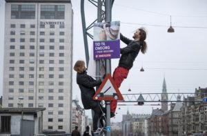 På lördagen hängdes valplakaten upp inför höstens kommun- och regionval i Danmark